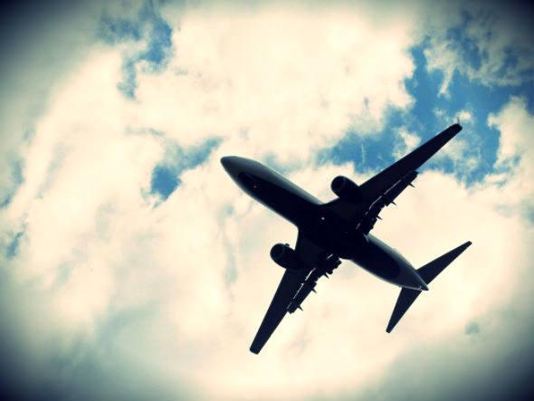 Avião voando decolar
